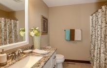 031_Shared Bathroom